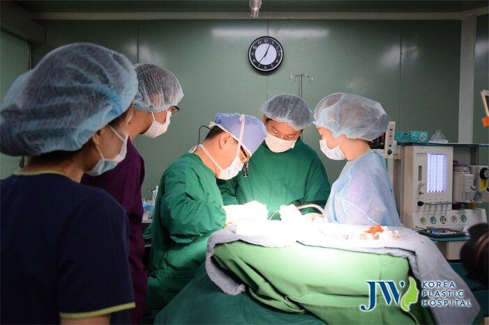 bác sĩ phẫu thuật